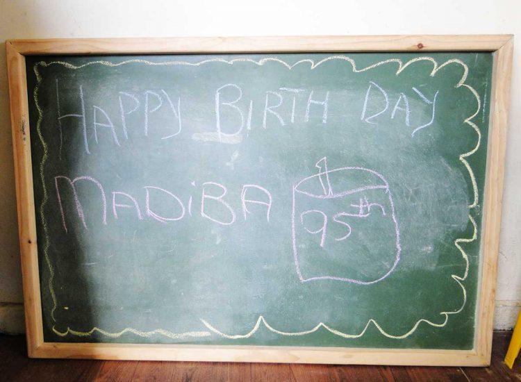 Fröhlicher Nelson Mandela Tag in Khumbulani