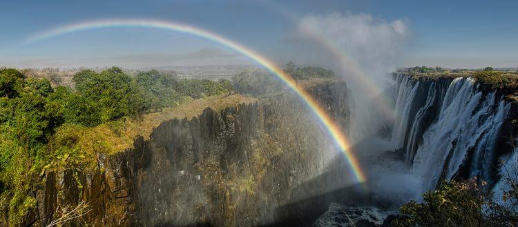 Regenbogen über den Victoria-Fällen