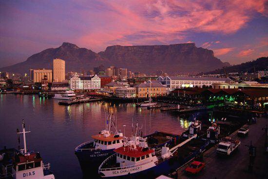 Quartiers Cape Town | Vue sur Table Mountain depuis le V&A Watefront au coucher du soleil