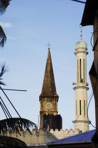Minaret et clocher côte à côte à Zanzibar