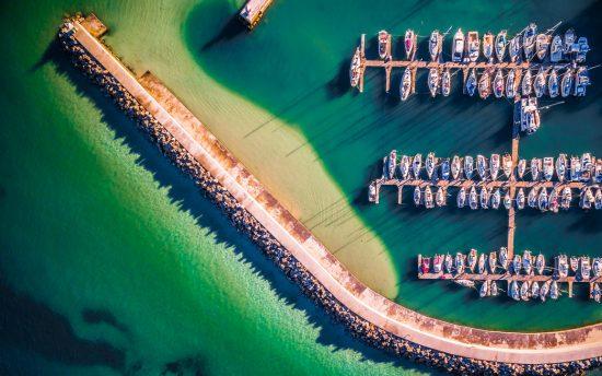 Vue aérienne du port de Hout Bay dans la péninsule du Cap.