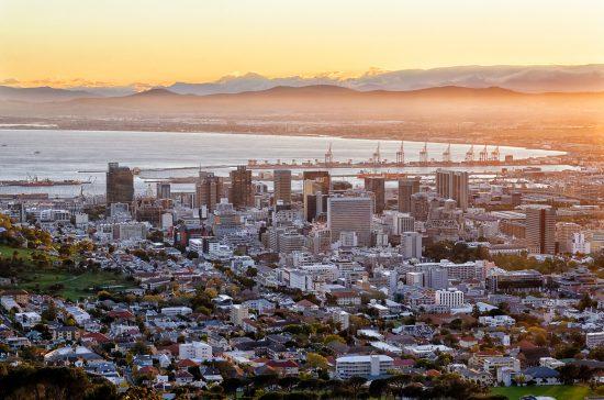 Lever de soleil sur la ville du Cap, la plus belle ville du monde.