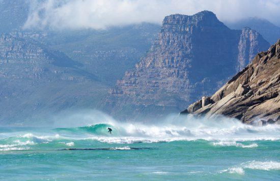 Surf à Noordhoek, à quelques kilomètres du Cap.