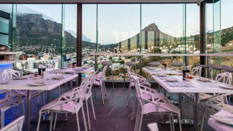 Aussicht von Utopia - Dining Elevated auf den Tafelberg und Lion's Head