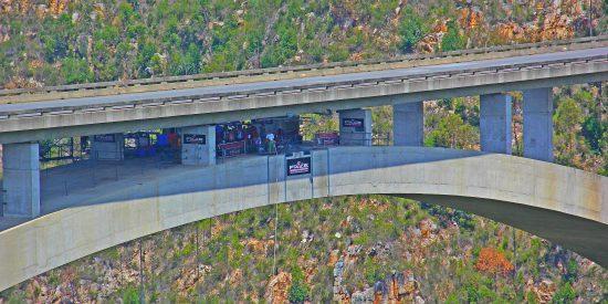 Bloukrans Bridge — bungee jump na África do Sul