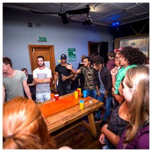 Beer pong no Forex Bar