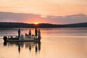 Croisière au soleil couchant sur le Zambèze, près des Chutes Victoria