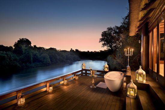 Bañera, champán y anochecer africano