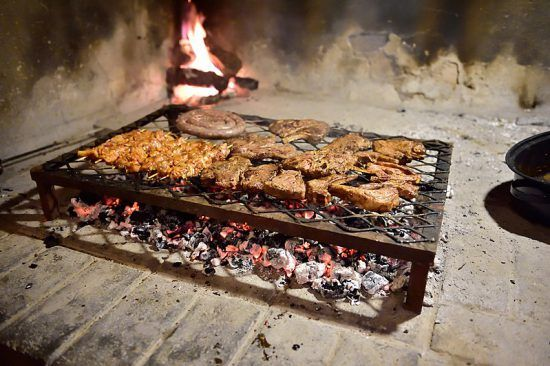 Churrasco, ou 'braai', servido em Ganora Guest Farm, na província do Cabo Oriental da África do Sul