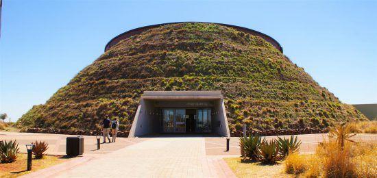 Der imposante Eingang zur Region Cradle of Humankind in Südafrika