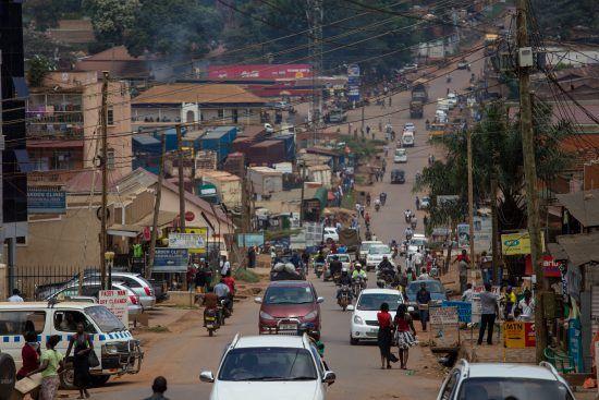 Reges Treiben in den Straßen von Kampala, Uganda