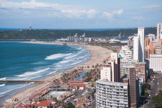 Die wunderschöne Strandpromenade von Durban aus der Vogelperspektive
