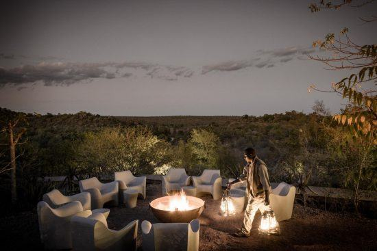 Jantar ao ar livre no Singita Lebombo Lodge