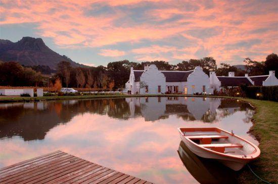 A região das Vinhas do Cabo é conhecida por sua cozinha maravilhosa e incríveis degustações de vinho