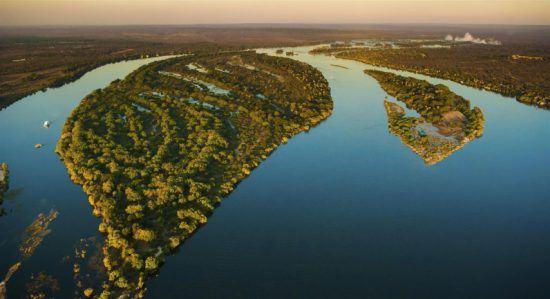 Vue aérienne du fleuve Zambèze en Zambie.