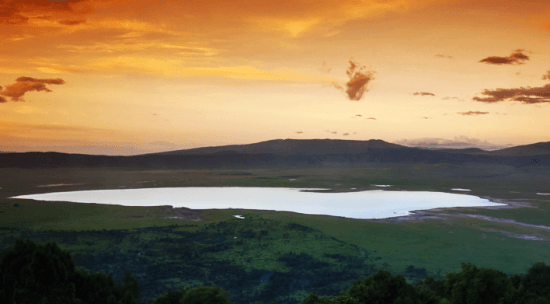 Pôr do sol na cratera de Ngorongoro