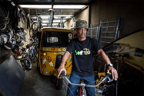 Lebo Malepa, empreendedor e fundador do Lebo's Backpackers, em Soweto