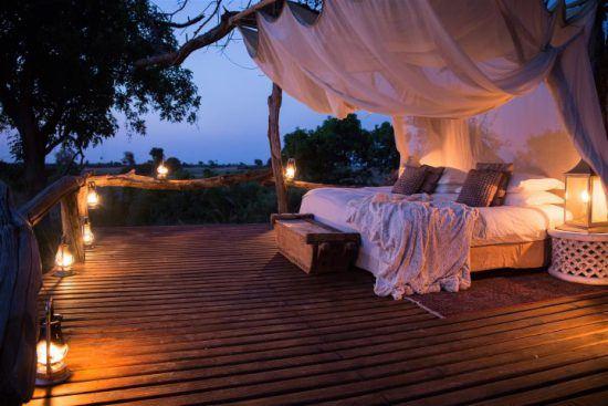 Romantischer Schlafplatz unter dem Sternenhimmel Afrikas