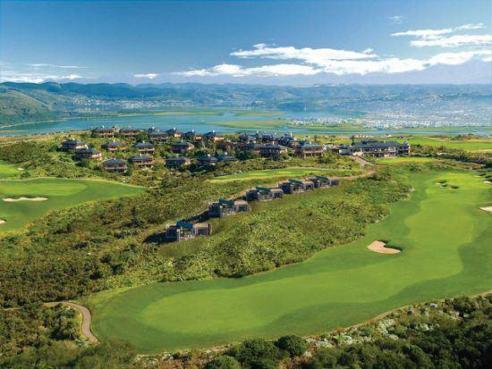 Das Anwesen des Conrad Pezula Resort Hotel and Spa aus der Vogelperspektive - mitten im Grünen an der Garden Route