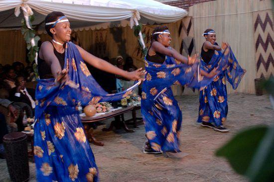 Tänzerinnen in traditioneller Kleidung