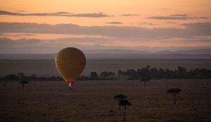 Safari en ballon au-dessus de la savane au Serengeti, Tanzanie