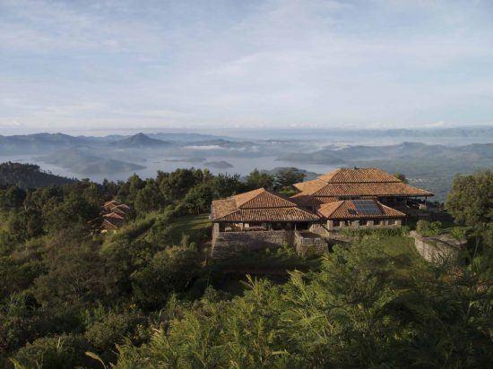 Lodge mit Sicht auf die Vulkanlandschaft
