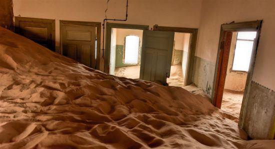 Ville fantôme de Kolmanskop à côté de Lüderitz en Namibie