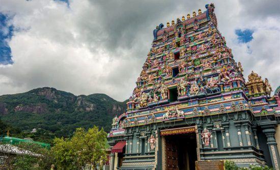 Bunte Fassade eines Hindu-Tempels in Victoria