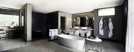 Espaçosos, banheiros do Silvan possuem ducha e banheira. Foto: Silvan Safari