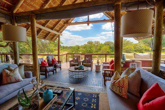 Loungebeispiel mit Blick auf den Busch