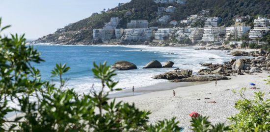Blick auf den wunderschönen Sandstrand in Clifton - Die besten Aktivitäten in Kapstadt