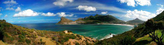 Houte Bay: Das Meer, dahinter der Little Lion's Head und Berge