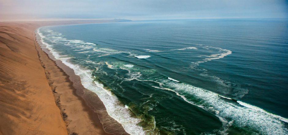 Costa de los Esqueletos, donde el desierto se encuentra con el océano