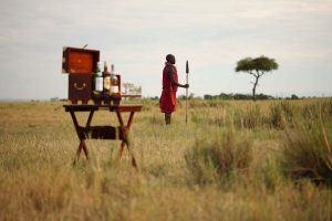 Guerrier maasaï dans les plaines du Mara North Conservancy, Kenya