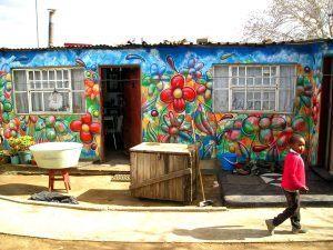 Maison street art fleurie à Soweto
