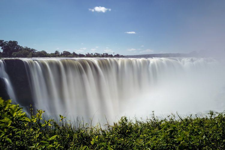 Vue panoramique sur les Chutes Victoria lors du safari photo au Zimbabwe de Simon Watson