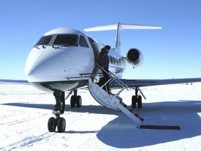 Nach sechs Stunden im bequemen Privatjet landen Sie in der Antarktis