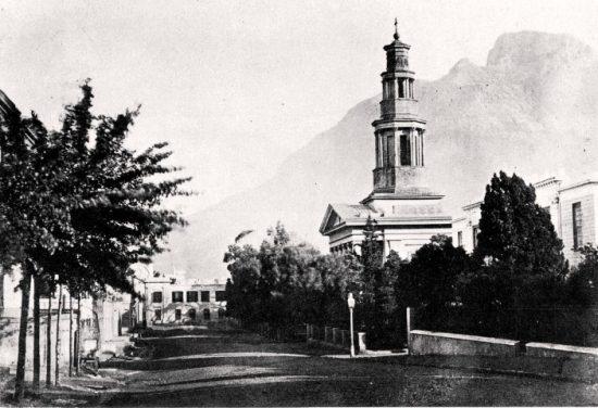Die Wale Street samt Supreme Court mit Tafelberg im Hintergrund im Jahr 1878