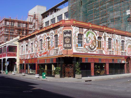 Fachada Mama Africa, uno de los restaurantes en Cape Town