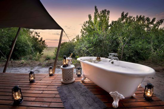 The luxurious outdoor bathroom at Linyanti Bush Camp