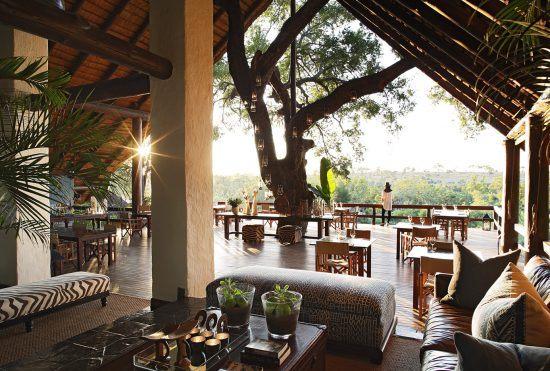 Campements du Parc Kruger | Vue intérieure du lodge principal du Varty Camp