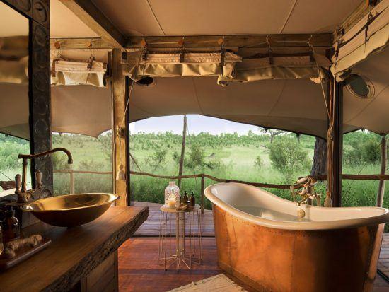 A rustic, opulent bathroom at Somalisa Acacia