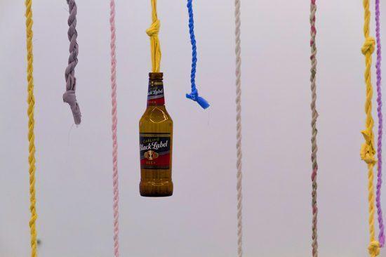 """""""Divider"""", de Lungiswa Gqunta, explora os efeitos do álcool nas dinâmicas familiares sul-africanas"""