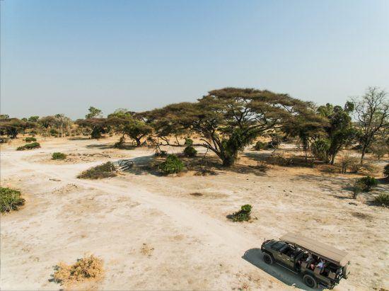 Desfrute de paisagens remotas durante suas aventuras de safári