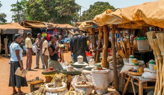 Menschen auf einem Markt in Livingstone