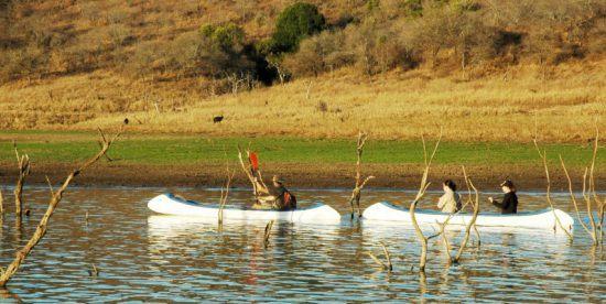 Urlauber beim Kanufahren in KwaZulu-Natal