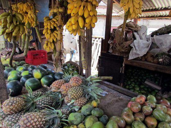 Aunque destacan las frutas exóticas, en los mercados de Stone Town encontrarás de todo.