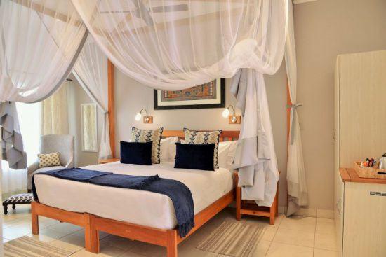 Ein Schlafzimmer der Batonka Guest Lodge