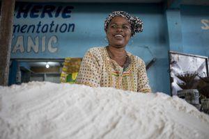 Afrique de l'Ouest   Femme au marché de Brazzaville