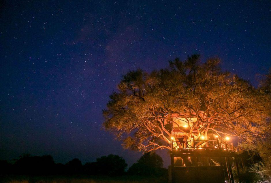 Pasar la noche en un escondite rodeado de naturaleza